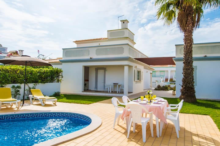 Villa with 3 bedrooms-suite and pool in Albufeira
