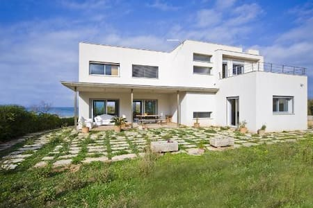 Casa moderna frente al mar - Urbanització Montferrutx , Colonia sant Pere