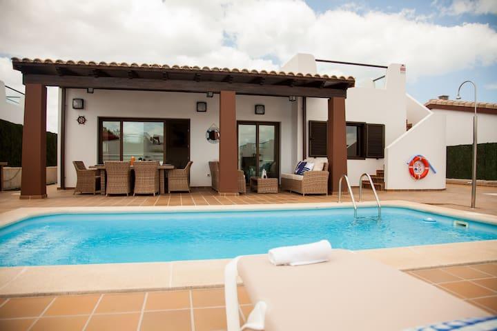 VILLA DREAMS: Private heated pool: COMFORT!