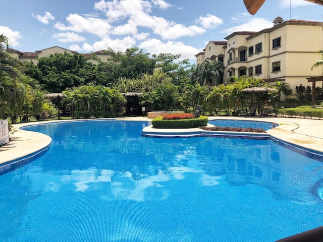 Lovely condo w/ resort pool. 6 mins to Tamarindo