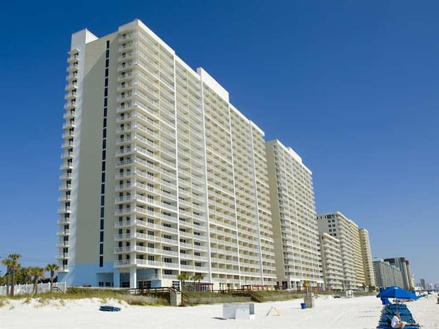 Majestic Beach 1115 Gulf Front Condo, Pool, & WIFI