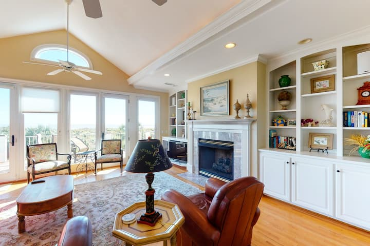 Gorgeous home w/ panoramic ocean views, an elevator, private pool, & hot tub!