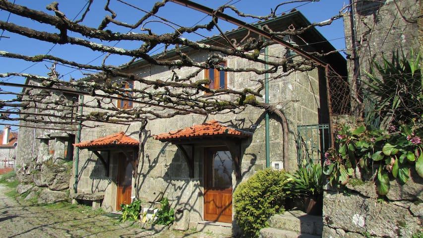 Casa do Pomar - casa para férias e turismo no PNPG - Parada - Talo