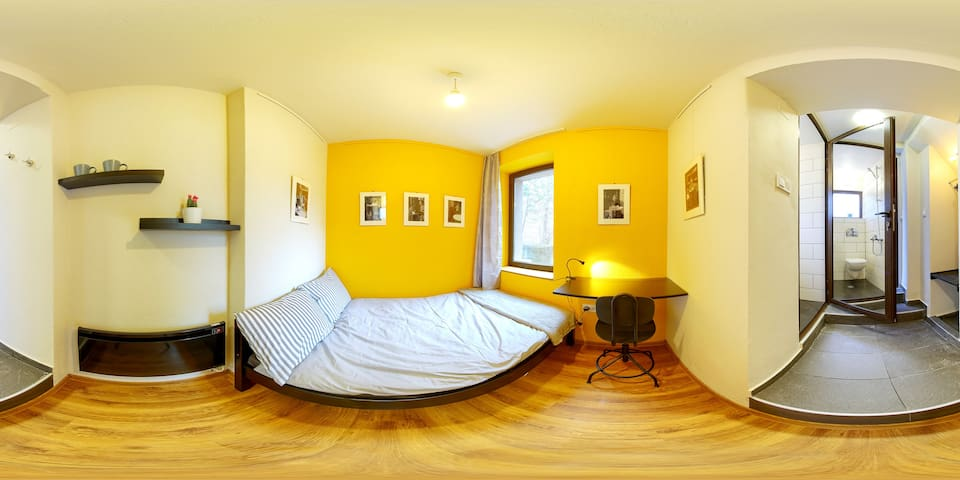 Top Center Yellow Studio with Private Entrance - Sofia - Maison