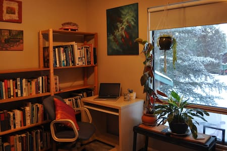 Booknook, BNB for Readers - Whitehorse - Inap sarapan