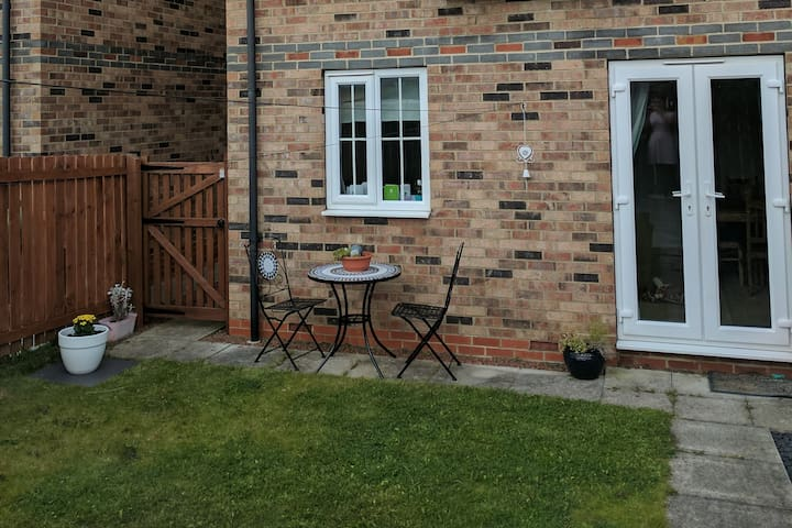 Large room and private bathroom in Newcastle