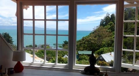 每间客房均可欣赏海景。步行2分钟即可抵达海滩!