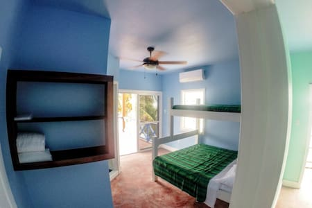 Hostel Beachfront Private Room - San Pedro