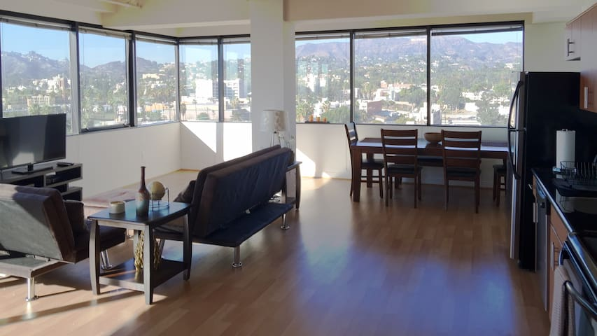 Hollywood Apt Gorgeous views! - Los Angeles - Apartamento