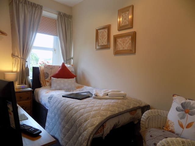 Single Room - En suite (Excluding Breakfast)