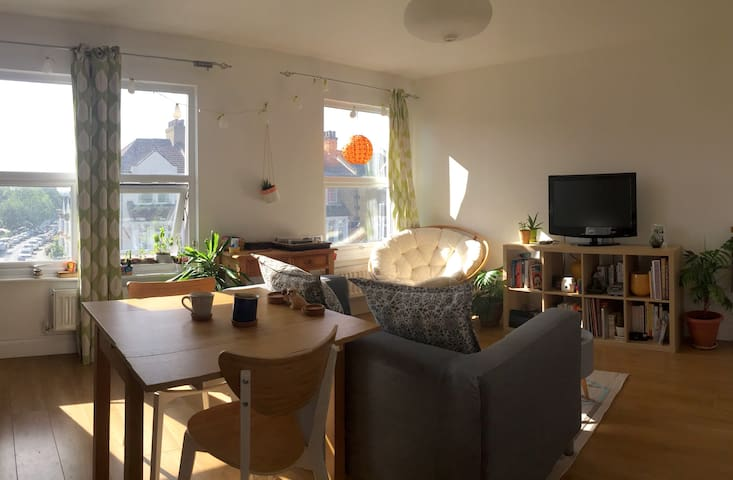 Double room in lovely Crofton Park