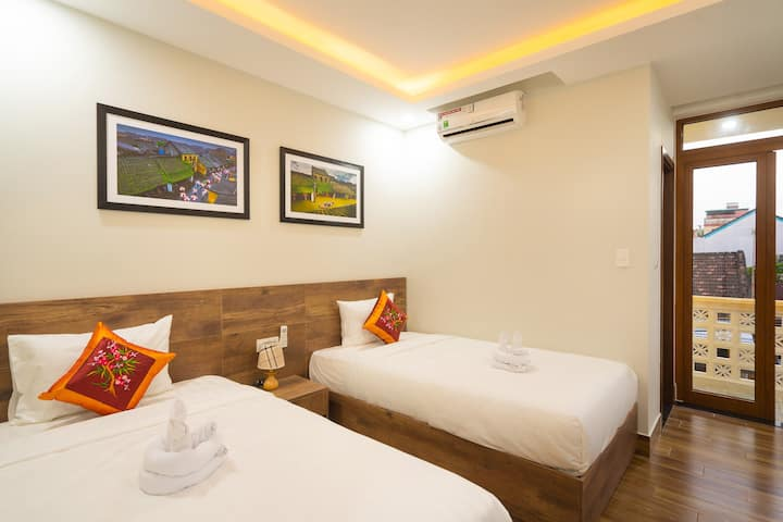 Twin Room with City View_The Lit Villa
