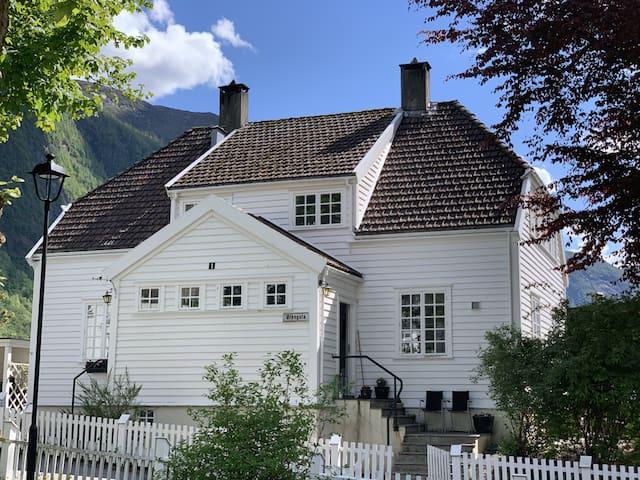 3-roms leilighet i Høyanger sentrum