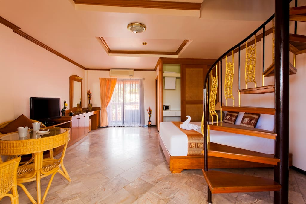 Entrance - 1st floor - flat screen LCD TV - High Speed Wifi