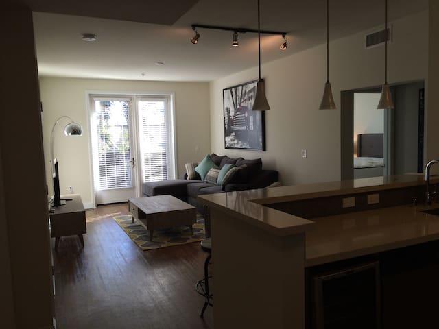 2br 2ba hollywood glamour luxury wohnungen zur miete in los angeles kalifornien vereinigte. Black Bedroom Furniture Sets. Home Design Ideas