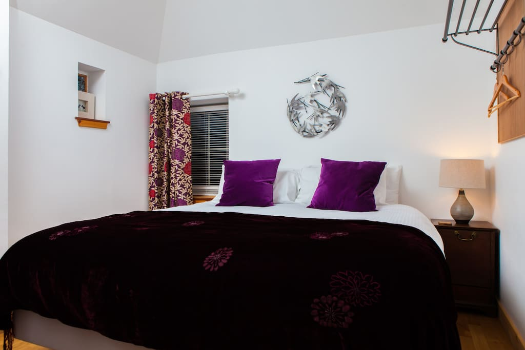 Gorgeous, cosy bedroom with kingsize or twin beds.
