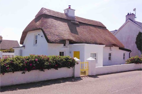 Thatched cottage, by the Beach - in Kilmore Quay