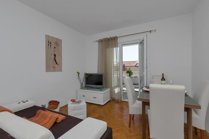 Strada Tučepi-One Bedroom apt with balcony (Brown)