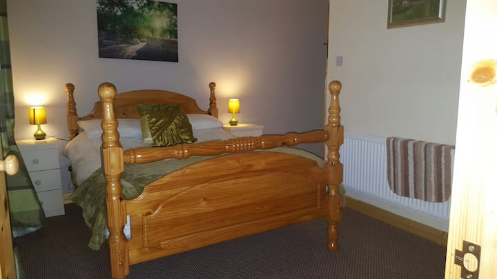 KELLS  BALLINLOUGH Country Cottage En suite room
