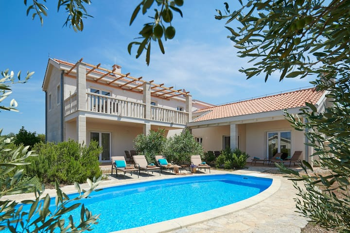 Hvaretta Villa for 10 people with pool on Hvar