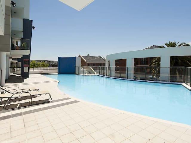Double room & bathroom in Perth CBD - West Perth - Apartment