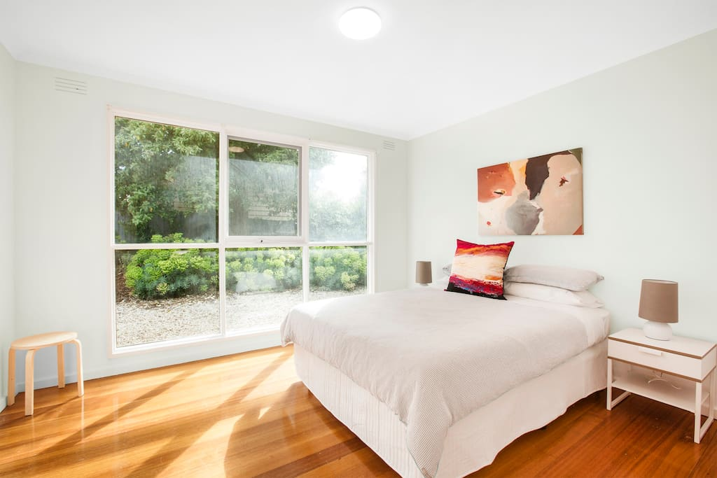 Clean, well appointed bedroom with queen size bed & great daylight.