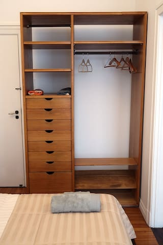 Armário do quarto.