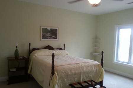 Bright Spacious Bedroom with Views - Yanceyville