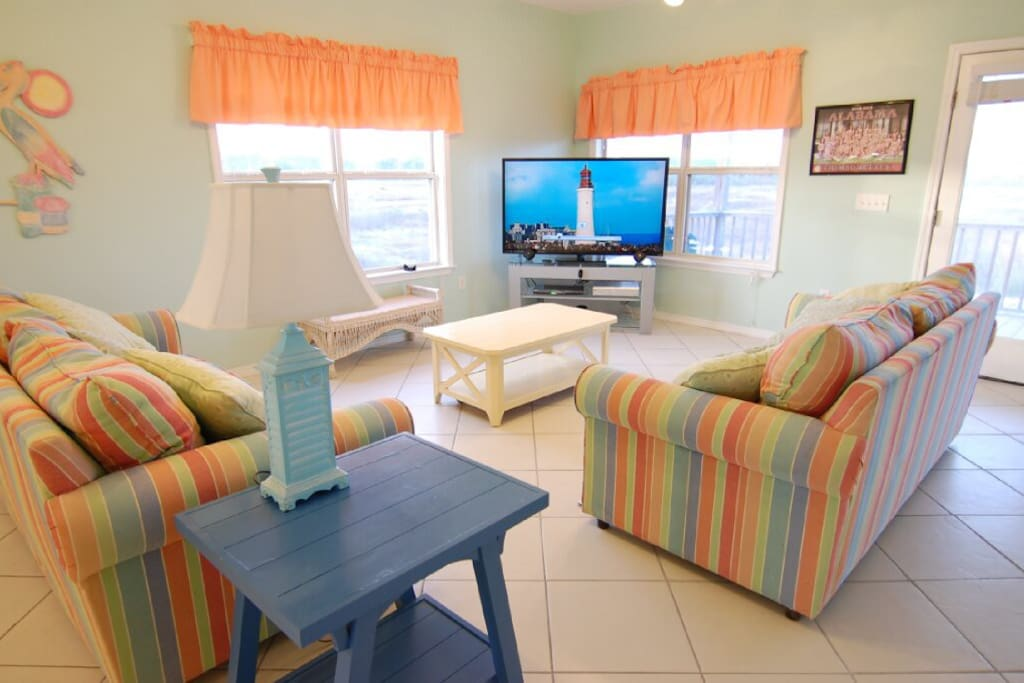 Den: 60 inch TV, Blu-ray Player, Free Netflix, View of Mobile Bay