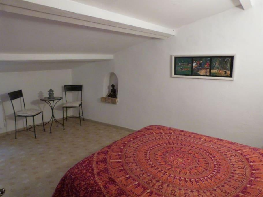 Grande chambre avec lit double d'excellant qualité