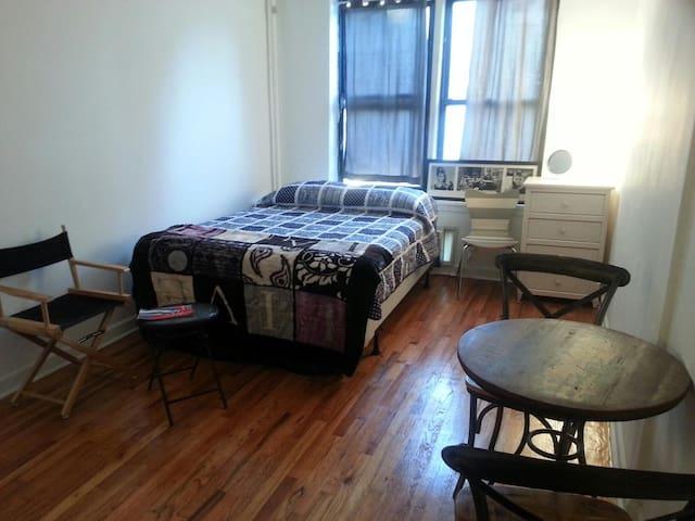 Sunny Chelsea/Hudson Yards studio has Washer/Dryer