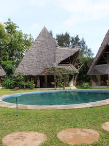rent a villa30meter to the sea in peacefull place - Malindi