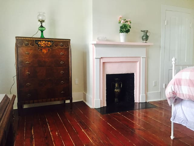 Pet-friendly and close to Historic Downtown