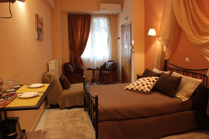 Spacious private double room (Pension Filyra) - Nafplion - Bed & Breakfast