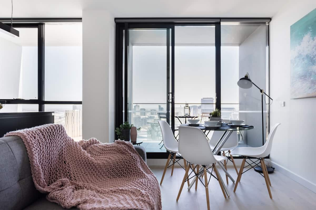 Sleek High-Rise Apartment in Southbank