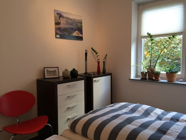 Bedroom in modern apartment close to WHU & Rhine - Weitersburg - Apartamento