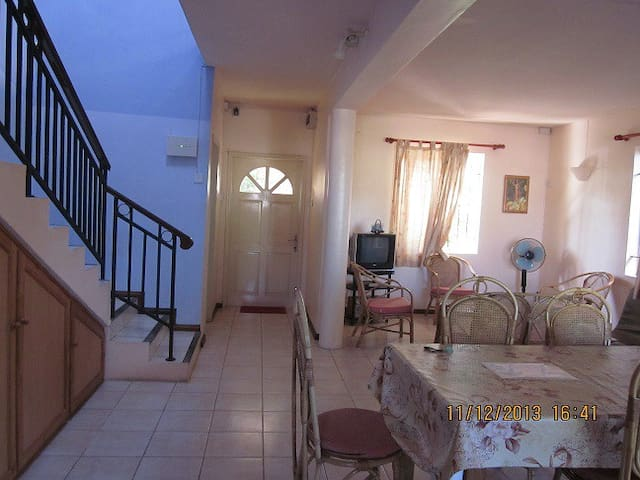 Spacious villa,2 BR,400m to beach