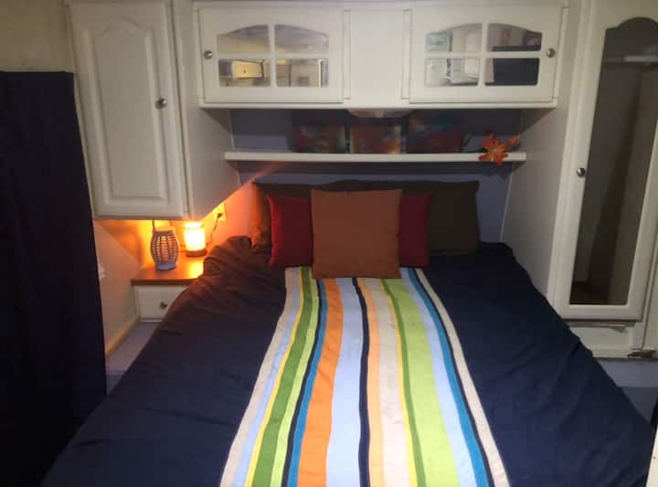 Captains Cove RV🛥, Fast WIFI, FULL size bathrooms!