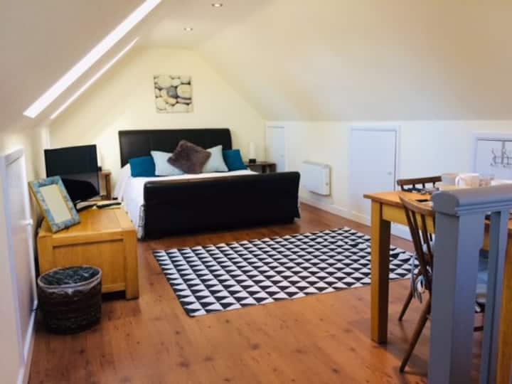 Sanderling's Pebbles Loft Room