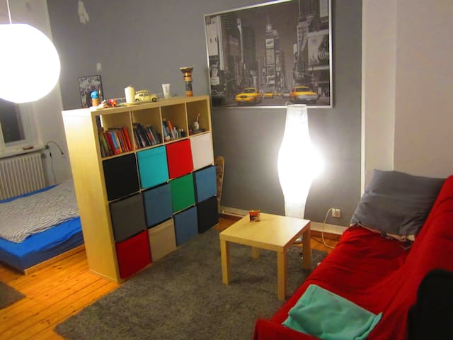 Spacious, bright room in Tempelhof - Berlin - Apartment