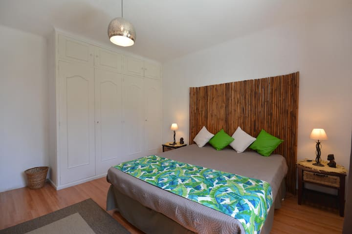 chambre 4 , lit queen size avec climatisation