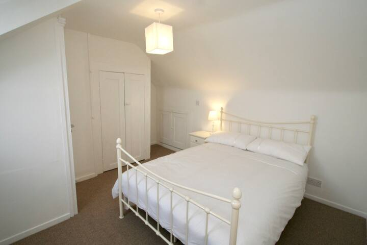 Large, private room in quiet residential area .5