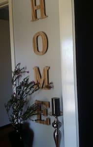 Cozy En suite Sweet Home - Mill Park - Huis