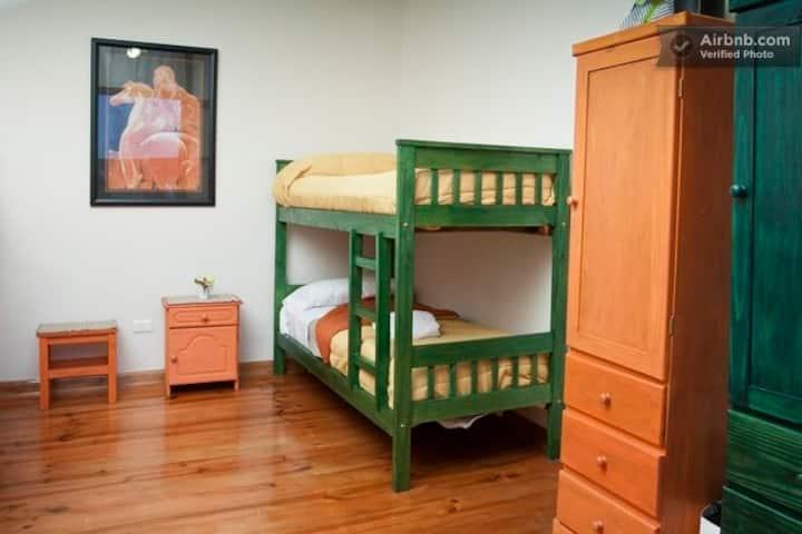 Habitación compartida femenina en San Telmo