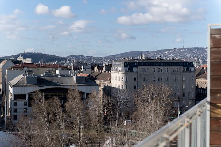 The view in the morning towards the Buda mountains