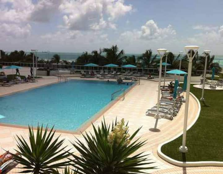 Decoplage SoBe 1/1  OCEAN Front & VIEWS  w/TERRACE
