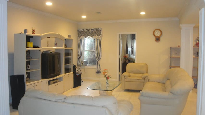 Family Friendly 2 Beds, Kitchen, Spacious Private - Gaithersburg - Overig