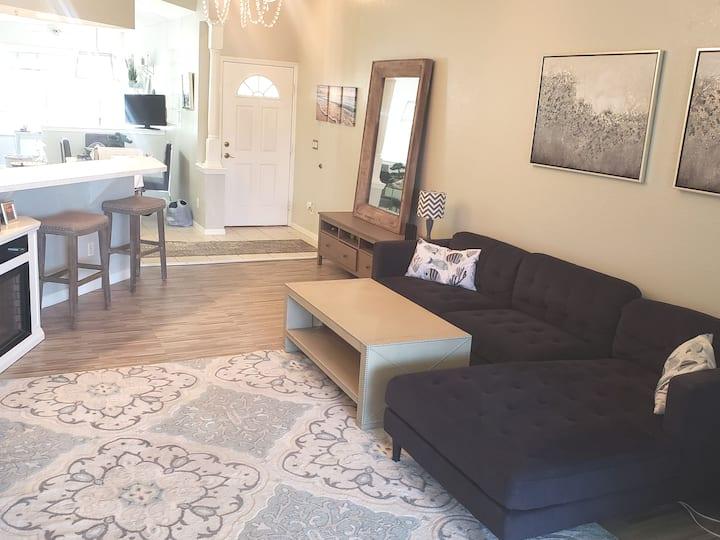 seasonal condo $3,200/ mo updated condo for rent