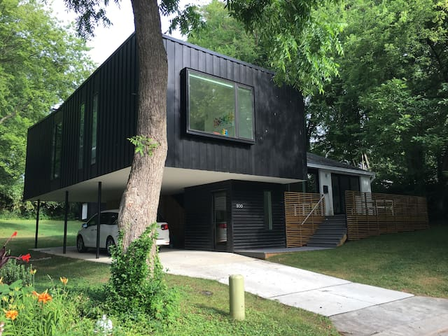 Modern Family Friendly Downtown Raleigh with Pool