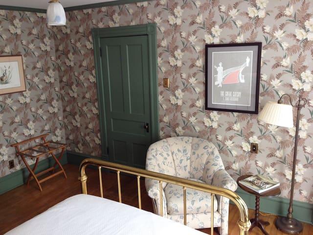 1894 Kingsbury House - Monadnock Room